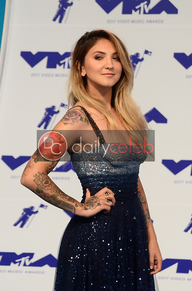 Julia Michaels<br /> at the 2017 MTV Video Music Awards, The Forum, Inglewood, CA 08-27-17<br /> David Edwards/DailyCeleb.com 818-249-4998