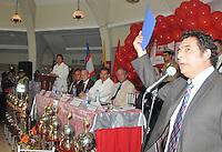 CALI-COLOMBIA 03-04-2013: Orestes Sangiovanni (Der.) Presidente del Club América de Cali, en la sede deportiva del América en rueda de prensa anuncia la salida del América de la Lista Clinton, abril 3 de 2013. El Club América de Cali fue incluido en la Lista Clinton desde el año 1997. (Foto: VizzorImage).Orestes Sangiovanni (R), President of Club America de Cali, in the American sporting venue at a press conference announcing the get out of America from the Clinton List, April 3, 2013. The Club America de Cali was included in the Clinton List since 1997. (Photo: VizzorImage).
