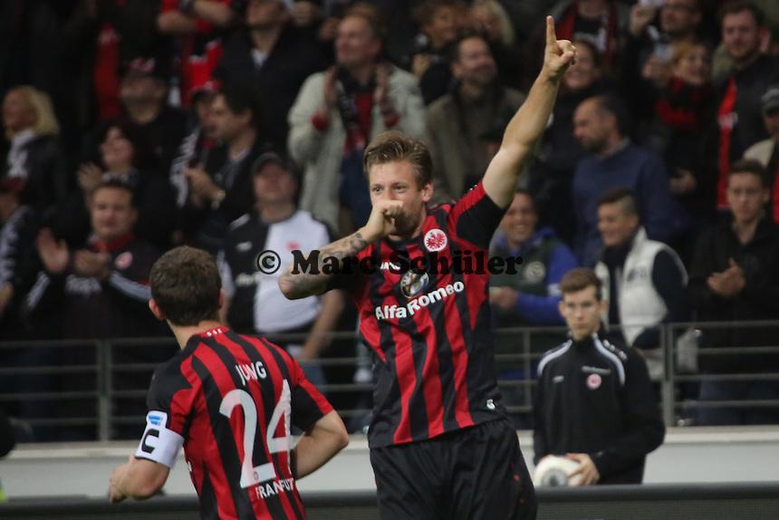 Torjubel Eintracht Frankfurt um Marco Russ beim 2:1 - Eintracht Frankfurt vs. Hamburger SV, Commerzbank Arena