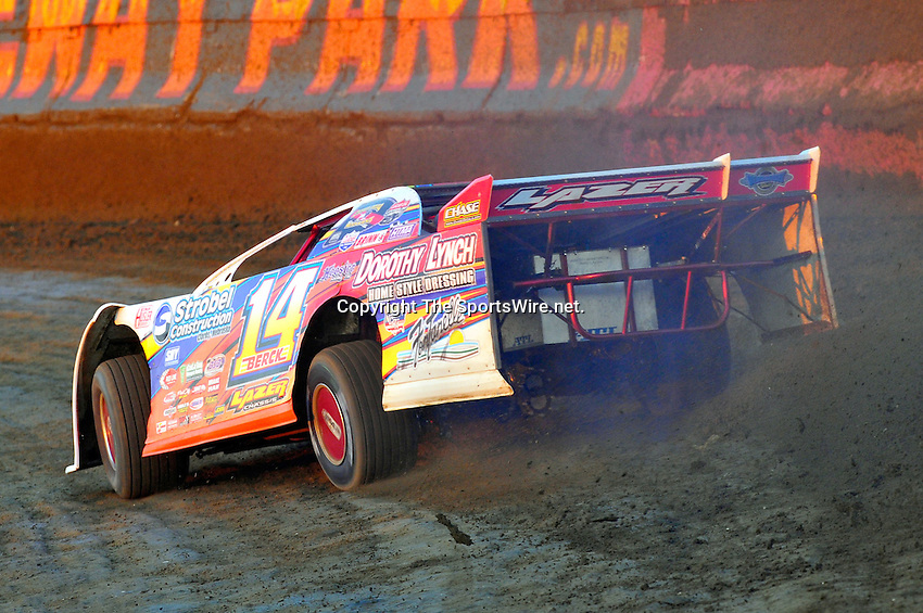 Feb 03, 2010; 6:00:21 PM; Gibsonton, FL., USA; The Lucas Oil Dirt Late Model Racing Series running The 34th Annual Dart WinterNationals at East Bay Raceway Park.  Mandatory Credit: (thesportswire.net)