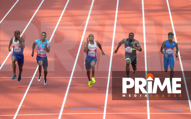 Chijindu UJAH of GBR (centre) on the way to his 10.02 win with James DASAOLU of GBR (2nd) Isiah YOUNG of USA (3rd) Harry AIKINES-ARYEETEY of GBR (4th) and Brandon CARNES of USA (6th) during the IAAF Diamond League Muller London Anniversary Games 2017 at the Queen Elizabeth Park, Olympic Park, London, England on 9 July 2017.  Photo by Andy Rowland.