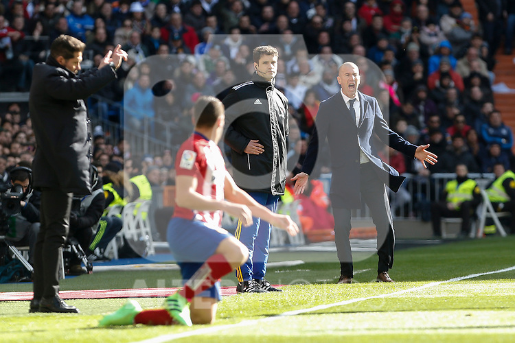 Real Madrid´s coach Zinedine Zidane reacts during 2015/16 La Liga match between Real Madrid and Atletico de Madrid at Santiago Bernabeu stadium in Madrid, Spain. February 27, 2016. (ALTERPHOTOS/Victor Blanco)