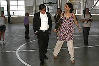 ATENCAO EDITOR: FOTO EMBARGADA PARA VEICULOS INTERNACIONAIS, SP - SÃO PAULO, 04 DE OUTUBRO 2012 - ELEICOES 2012 - SONINHA FRANCINE - A canditada do PPS a prefeitura de Sao Paulo, Soninha Francine em companhia de Arnaldo Tirone, presidente do Palmeiras, visitam  obras da nova Arena do Palestra, na tarde dessa quinta, 04,  zona oeste da capital - FOTO LOLA OLIVEIRA-BRAZIL PHOTO PRESS