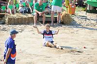 FIERLJEPPEN: VLIST: 22-08-2015, NK Fierljeppen/Polstokverspringen, Hiske Galama komt niet voorbij het rode balletje en eindigt als 2e, ©foto Martin de Jong