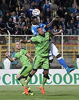 BOGOTÁ -COLOMBIA, 25-11-2017: Jeider Riquett (Der) de La Equidad disputa el balón con Duver Riascos (Izq) de Millonarios durante partido por los cuartos de final ida de la Liga Águila II 2017 jugado en el estadio Metropolitano de Techo de la ciudad de Bogotá. / Jeider Riquett (R) player of La Equidad fights for the ball with Duver Riascos (L) player of Millonarios during the first leg match for the quarterfinals of the Aguila League II 2017 played at Metropolitano de Techo stadium in Bogotá city. Photo: VizzorImage/ Gabriel Aponte / Staff