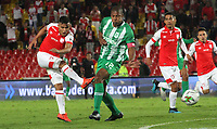 BOGOTÁ- COLOMBIA, 29-10-2019:Jhon Velasquez (Izq.) jugador del Independiente Santa Fe    disputa el balón contra Alexis Henriquez (Der.) jugador del Atlético Nacional durante partido por la fecha 20 de la Liga Águila II  2019 jugado en el estadio Nemesio Camacho El Campín  de la ciudad de Bogotá. /Jhon Velasquez (L) player of Independiente Santa Fe  fights for the ball  against of Alexis Henriquez (R) player of Atletico Nacional during the match for the date 20 of the Liga Aguila II 2019 played at the Nemesio Camacho El Campin  stadium in Bogota city. Photo: VizzorImage / Felipe Caicedo / Staff