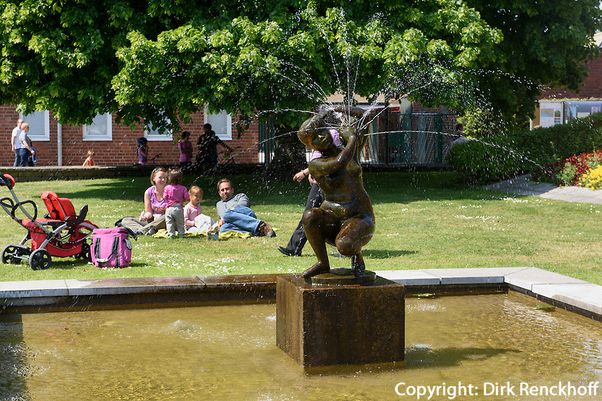Brunnen am St.Knuds Torg, Ystad, Provinz Sk&aring;ne (Schonen), Schweden, Europa<br /> Fountain at St. Knuds Torg  in Ystad, Sweden