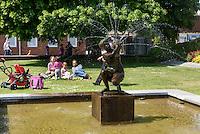 Brunnen am St.Knuds Torg, Ystad, Provinz Skåne (Schonen), Schweden, Europa<br /> Fountain at St. Knuds Torg  in Ystad, Sweden