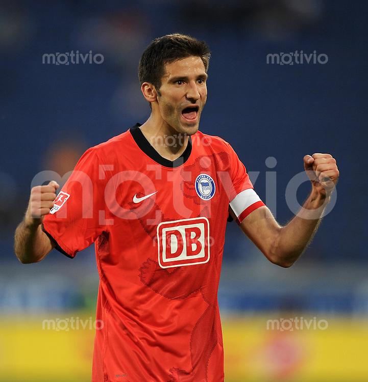 2. Fussball Bundesliga:  Saison   2010/2011,    31.  Spieltag  MSV Duisburg - Hertha BSC Berlin  25.04.2011 JUBEL Andre Mijatovic (Hertha BSC Berlin)