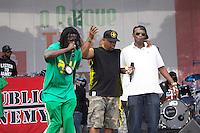 SAO PAULO, SP - 18.10.2014 - PUBLIC ENEMY - Os músicos Dexter e Happin Hood cantam junto com o grupo de hip-hop estadunidense, Public Enemy em show realizado neste sábado (18) em São Paulo.<br /> <br /> (Foto: Fabricio Bomjardim / Brazil Photo Press)