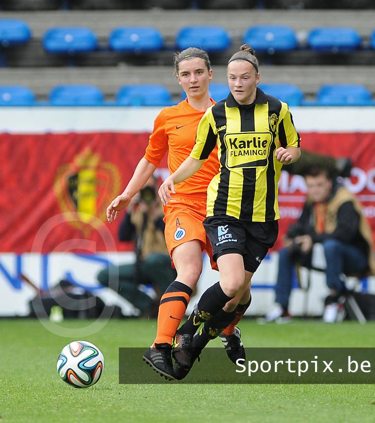 Bekerfinale vrouwen 2015 : Lierse-Club Brugge Vrouwen <br /> <br /> Elke Van Gorp (R) is sneller op de bal dan Barbara Lezy (L)<br /> <br /> foto VDB / BART VANDENBROUCKE