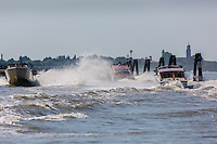 Italie, Vénétie, Venise:  Lagune de Venise  et  Bateau Taxi // Italy, Veneto, Venice: Venetian Lagoon and Water taxi
