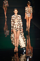 SAO PAULO, 13 DE JUNHO DE 2012. SAO PAULO FASHION WEEK VERAO 2013.  A marca Agua de Coco apresenta a coleção verão 2013 durante a  33 edição da São Paulo Fashion Week na Bienal. FOTO: ADRIANA SPACA - BRAZIL PHOTO PRESS