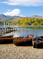 Great Britain, England, Cumbria (Lake District), near Keswick: Rowing Boats on Derwentwater in autumn | Grossbritannien, England, Cumbria (Lake District), bei Keswick: Ruderboote am See Derwentwater