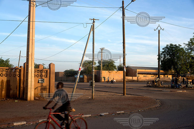 A road junction in Gao where roads from the south converge before heading north towards Algeria through Kidal.