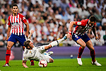 Saul Niguez of Atletico de Madrid (R) in action against Toni Kroos of Real Madrid (L) during their La Liga  2018-19 match between Real Madrid CF and Atletico de Madrid at Santiago Bernabeu on September 29 2018 in Madrid, Spain. Photo by Diego Souto / Power Sport Images