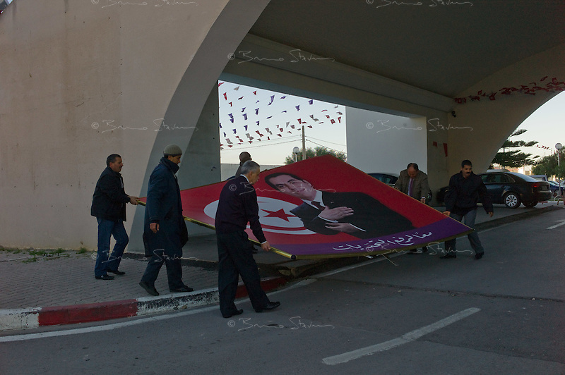 Tunis, January 15, 2011.The large posters from former president Ben Ali are removed from the building of the RCD party (Rassemblement Constitutionnel Démocratique) on Avenue Mohammed 5.