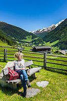Italy, South Tyrol (Trentino - Alto Adige), St Jacob (San Giacomo)  at valley Tauferer Ahrntal (Valli di Tures e Aurina), rest area above village centre, at background Venediger Group mountains | Italien, Suedtirol (Trentino - Alto Adige), St. Jakob (Ahrntal) im Tauferer Ahrntal, Rastplatz oberhalb des Ortes, im Hintergrund die Gipfel der Grossvenedigergruppe