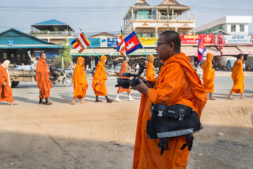 December 09, 2013 - Phnom Penh, Cambodia. Monk Loun Sovath films in the early morning during a 10 day Human Rights march through the country. © Nicolas Axelrod / Ruom
