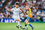 Antonio Latorre Grueso, Lato (r), of Valencia CF battles for the ball with Marco Asensio Willemsen of Real Madrid during their La Liga 2017-18 match between Real Madrid and Valencia CF at the Estadio Santiago Bernabeu on 27 August 2017 in Madrid, Spain. Photo by Diego Gonzalez / Power Sport Images