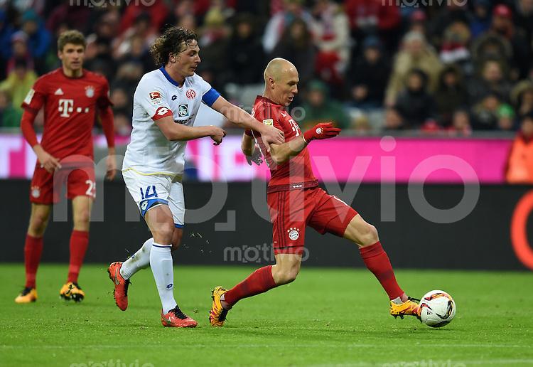 FUSSBALL  1. BUNDESLIGA  SAISON 2015/2016  24. SPIELTAG FC Bayern Muenchen - 1. FSV Mainz 05       02.03.2016 Julian Baumgartlinger (li, 1. FSV Mainz 05) gegen Arjen Robben (re, FC Bayern Muenchen)