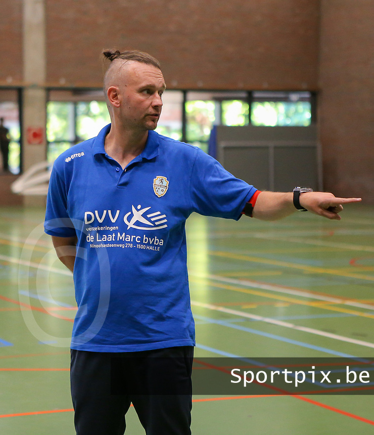 20190915– HALLE , BELGIUM : FP Halle-Gooik Girls A's coach is pictured during the Belgian Women's Futsal D1 match between FP Halle-Gooik A and FP Halle-Gooik B on Sunday 15th 2019 at the De Bres Sport Complex in Halle, Belgium. PHOTO SPORTPIX.BE | Sevil Oktem