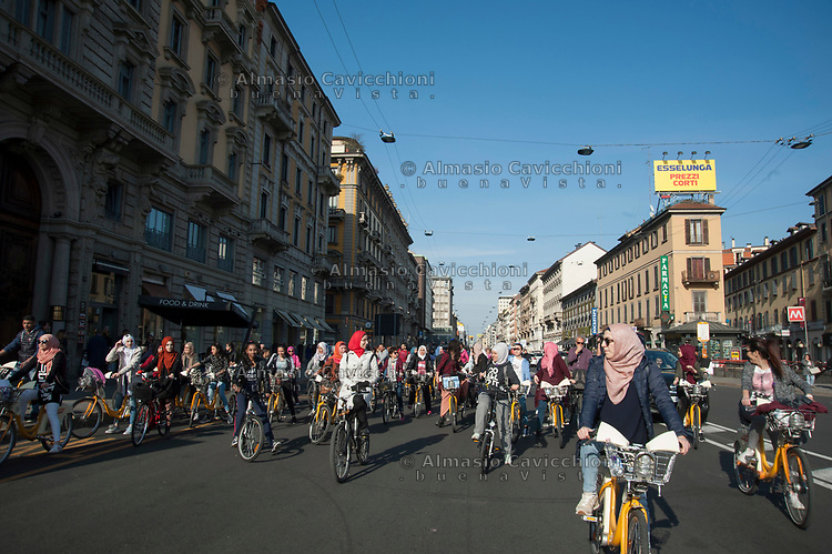 Milano, Biciclettata delle donne musulmane contro la violenza sulle donne e la discriminazione di genere. 12 Mar 2017<br /> Milan, bike ride of Muslim women against violence against women and gender discrimination. March 12, 2017