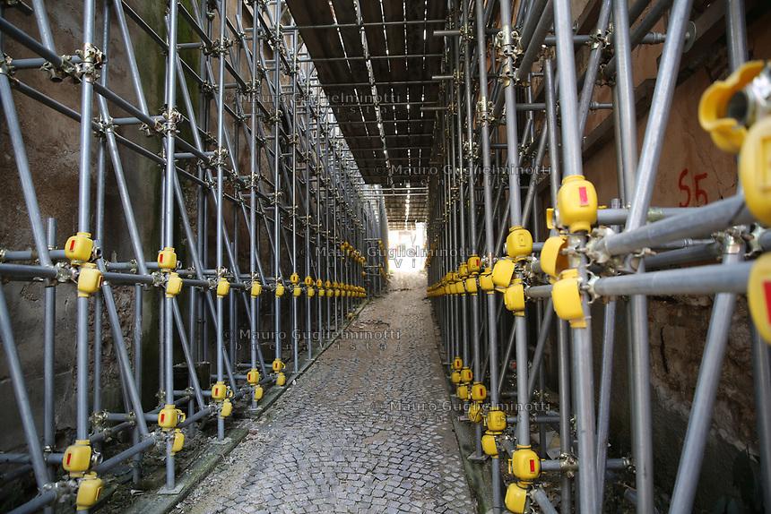 2019. l'Aquila dieci anni dopo il terremoto del 2009 Centro storico Impalcature