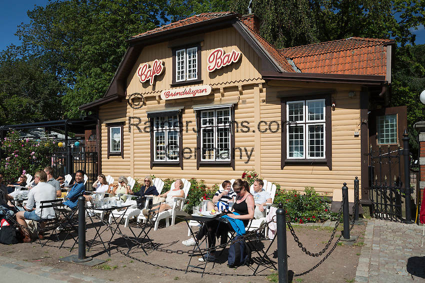Sweden, Vaestra Goetaland County, Gothenburg: Cafe by the gates of Traedgårdsfoereningen (The Garden Society of Gothenburg) | Schweden, Vaestra Goetalands laen, Goeteborg: Café im Traedgårdsfoereningen, einem Park im Zentrum der Stadt