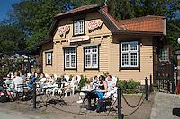 Sweden, Vaestra Goetaland County, Gothenburg: Cafe by the gates of Traedgårdsfoereningen (The Garden Society of Gothenburg) | Schweden, Vaestra Goetalands laen, Goeteborg: Café im Traedgårdsfoereningen, einem Park im Zentrum der Stadt