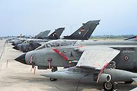 - Italian Air Force, strike aircraft Tornado IDS of 6th Wing and alignment of German Tornado aircrafts..- Aeronautica Militare Italiana, aereo da attaccoTornado IDS del 6° Stormo e aerei Tornado tedeschi...