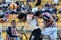 SÃO PAULO, SP, 28 DE JULHO DE 2013 - CAMPEONATO BRASILEIRO - CORINTHIANS x SÃO PAULO: Romarinho (c) e Fabrício (d) Reinaldo (e) durante partida Corinthians x São Paulo, válida pela 9ª rodada do Campeonato Brasileiro de 2013, disputada no estádio do Pacaembu em São Paulo. FOTO: LEVI BIANCO - BRAZIL PHOTO PRESS.