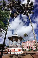 Vista do coreto com a banda municipal e ao fundo a prefeitura da cidade.<br />Bragança-Pará-Brasil07/2000<br />©Foto: Paulo Santos/ Interfoto<br />Negativo Cor 135 Fc15 Nº 8410 T3 F25200 dpi/ 30 cm