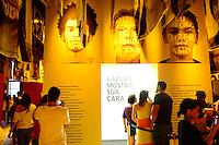 SAO PAULO, SP, 23.02.2014 - EXPOSICAO - CAZUZA MOSTRA SUA CARA - Visitantes durante exposicao Cazuza Mostra Sua Cara no Museu da Lingua Portuguesa na regiao central de São Paulo, neste domingo, 23. (Foto: Bruno Ulivieri / Brazil Photo Press).
