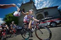2013 Giro d'Italia.stage 13: Busseto - Cherasco..Adam Hansen (AUS) decided on some takeaway