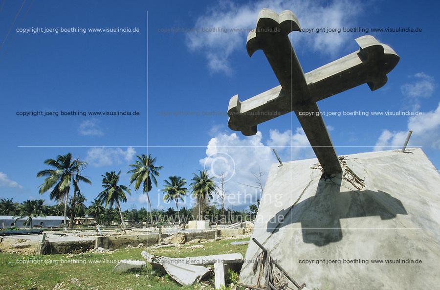 INDIA Little Andaman, Tsunami, destroyed cross in Hut bay / INDIEN Little Andaman, durch den Tsunami zerstoertes Kreuz in Hutbay