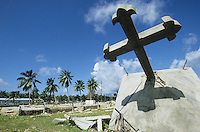 INDIA Little Andaman, Tsunami, destroyed cross in Hut bay / INDIEN Little Andaman, durch den Tsunami zerstoertes Kreuz in Hutbay