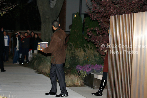 Chicago, IL - November 22, 2008 -- United States President-Elect Barack Obama and his wife Michelle leave the home of their friend Penny Pritzker after having dinner there Saturday evening, November 22, 2008..Credit: Anne Ryan - Pool via CNP