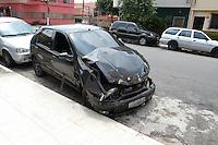 SÃO PAULO,SP, 06.10.2015 - CRIME-SP - Carro onde uma adolescente de 15 anos que morreu depois de ser baleada com um tiro na boca dentro de um carro batido na rua Santa Aurélia, região do Ipiranga, zona sul da capital. A família acusa o namorado da jovem pelo crime. A garota morreu no dia do aniversário dela. (Foto: Carlos Pessuto/Brazil Photo Press)