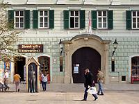 Japanische Botschaft, Hauptplatz Hlavne nam. 2, Bratislava, Bratislavsky kraj, Slowakei, Europa<br /> Japanese embassy at main square Hlavne nam. 3, Bratislava, Bratislavsky kraj, Slovakia, Europe