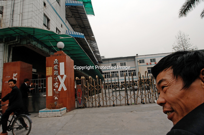 Dingfu Factory in Houjie Town, Donguan, China.  The sign outside the factory that made shoes for Zara and Nine West amongst others, reads that the &quot;Donguan People's Court have closed the factory&quot; .  As the economy changes and Chinese labour gets more expensive, factories are cosing leaving ghost towns behind them.<br /> <br /> MUST CREDIT PHOTO BY RICHARD JONES/SINOPIX