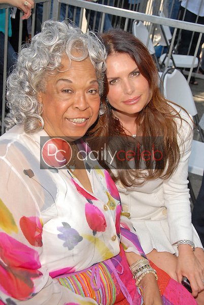 Della Reese and Roma Downey<br /> at the Hollywood Walk of Fame induction ceremoney for Mark Burnette, Hollywood, CA 07-08-09<br /> David Edwards/Dailyceleb.com 818-249-4998