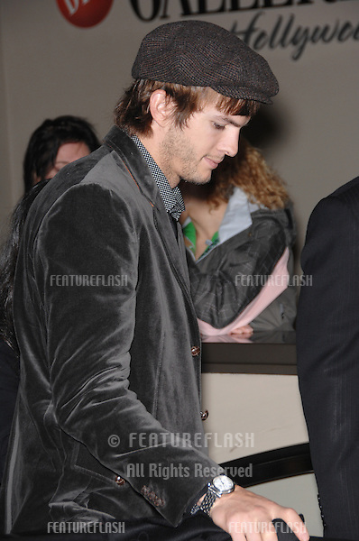 ASHTON KUTCHER on Hollywood Boulevard where Bruce Willis was honored with the 2,321st star on the Hollywood Walk of Fame..October 16, 2006  Los Angeles, CA.Picture: Paul Smith / Featureflash