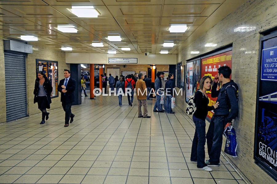 Entrada de estação do metrô. Londres. Inglaterra. 2008. Foto de Juca Martins.