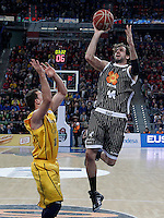 Herbalife Gran Canaria's Ryan Toolson (l) and Uxue Bilbao Basket's  Roger Grimau during Spanish Basketball King's Cup match.February 07,2013. (ALTERPHOTOS/Acero)