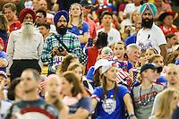 MONTREAL, CANADA, 30.06.2015 - EUA-ALEMANHA - Torcedores dos Estados Unidos durante partida contra Alemanha, válida pelas semi-finais da Copa do Mundo de Futebol Feminino, no Estádio Olímpico de Montreal, no Canadá, nesta sexta-feira, 30. (Foto: William Volcov/Brazil Photo Press)