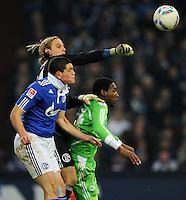 FUSSBALL   1. BUNDESLIGA   SAISON 2011/2012   22. SPIELTAG FC Schalke 04 - VfL Wolfsburg         19.02.2012 Timo Hildebrand (li) und Kyriakos Papadopoulos (Mitte, beide FC Schalke 04) und Giovanni Sio (re, Wolfsburg)