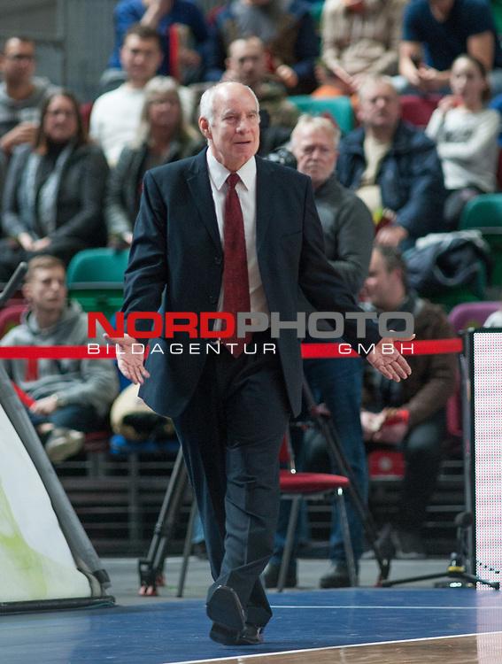 10.02.2019, &Ouml;VB Arena, Bremen, GER, easy Credit-BBL, Eisb&auml;ren Bremerhaven vs EWE Baskets Oldenburg, im Bild<br /> was ist den hier los?<br /> Dan PANAGGIO ( Eisb&auml;ren Bremerhaven  #Headcoach , #Coach , #Trainer )<br /> Foto &copy; nordphoto / Rojahn