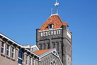 Verkade fabriek aan de Zaan in Zaandam. Beschuit