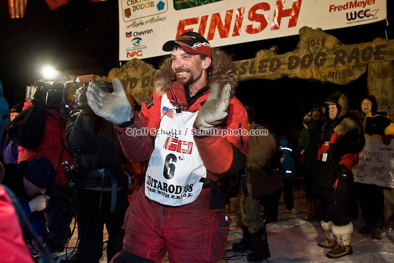 Race fans line the finish chute as Lance Mackey wins the 2008 Iditarod